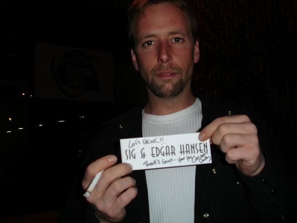 Edgar Hansen showing his note from Carson Daly, shortly after he and
